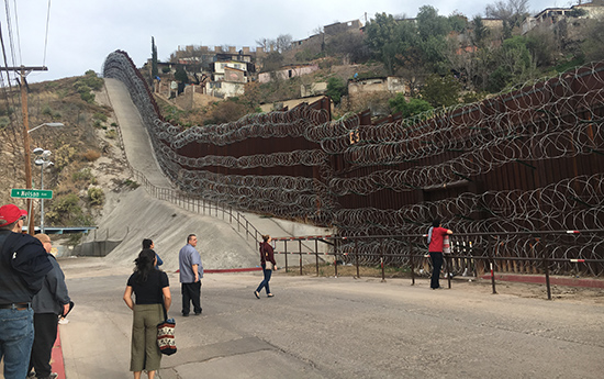 LoyolaSSW migration-focused immersion programs with students at the US-Mexico border